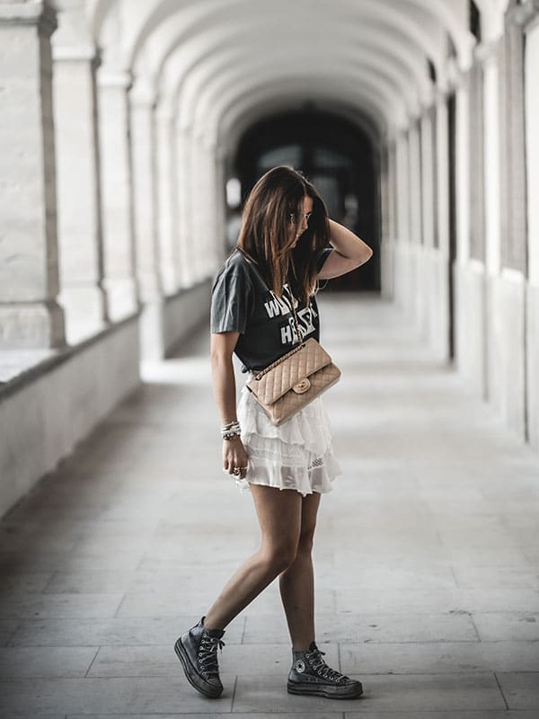 Inspiration mode look femme 2020 fashion jupe Iro zuka sac Chanel Timeless Classic beige