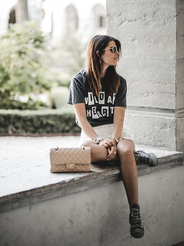 Inspiration mode look femme 2020 fashion sac Chanel Timeless Classic beige tee-shirt Anine Bing