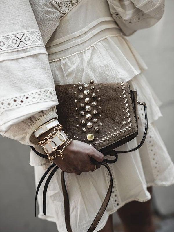 Inspiration mode look femme bohème 2020 fashion sac Jimmy Choo arrow bracelets Les Georgettes créateur
