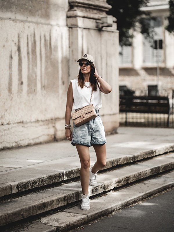 Inspiration mode look femme 2020 fashion short Isabel Marant Itea sac Chanel Timeless Classic beige casquette Tyron