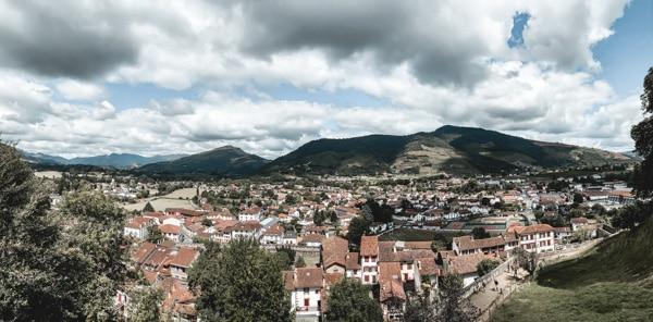 Blog voyage France les incontournables du Pays Basque panorama Saint-Jean-Pied-de-Port