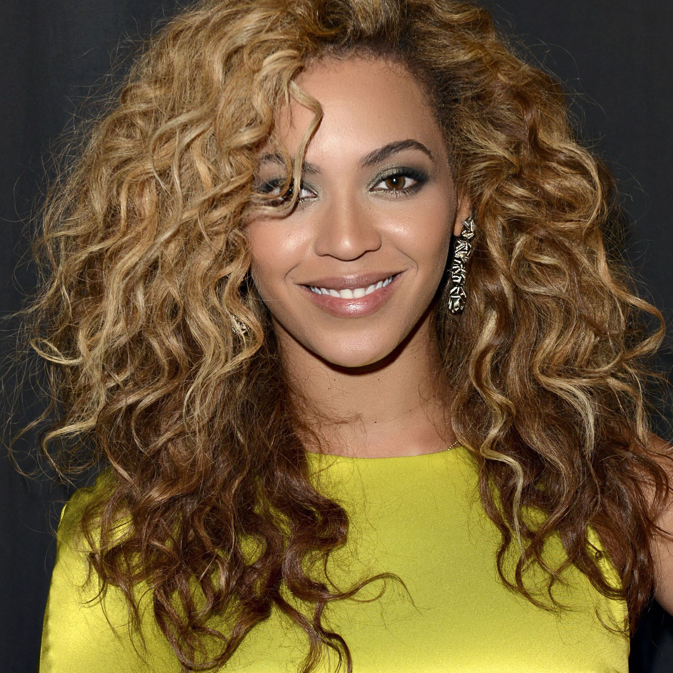 15 Pics Of Celebs With Honey Blonde Hair That Are Too Good To Ignore
