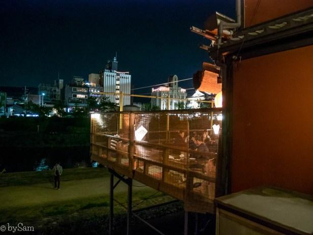Pontocho Alley terras Kyoto uitzicht water