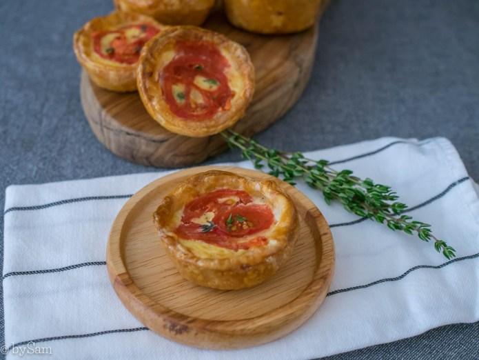 Mini hartige taartjes pasteitjes cheddar kaas tomaat