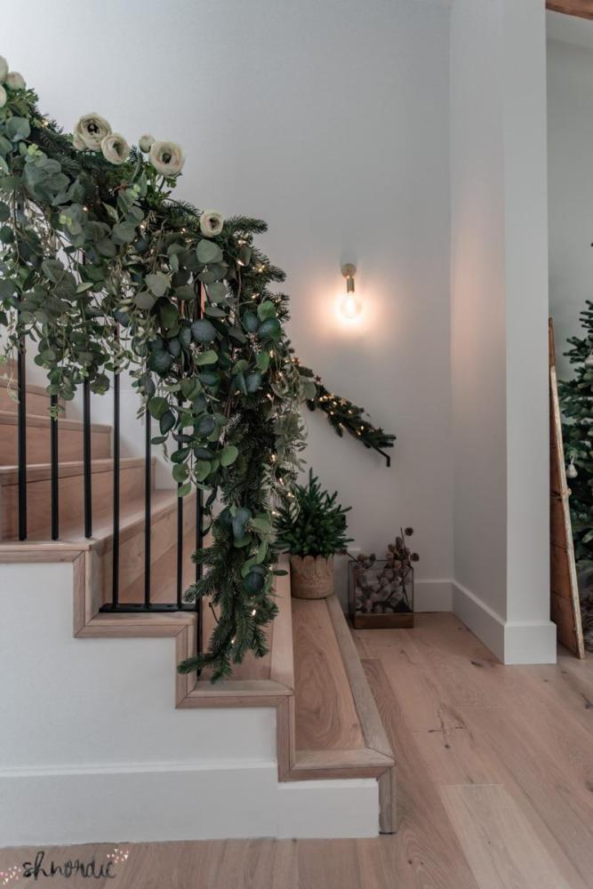 diy staircase christmas decoration