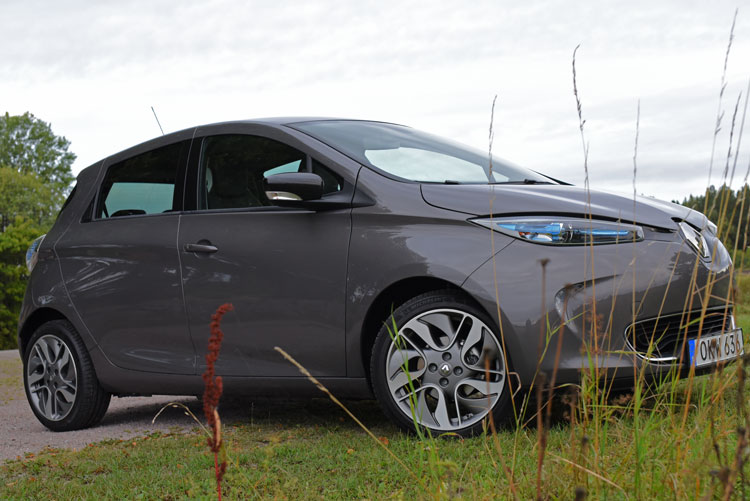 Renault-Zoe-electric-car-(27)e