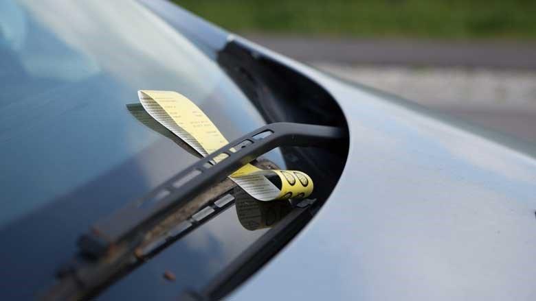 Budgetera för parkeringsöter i storstan