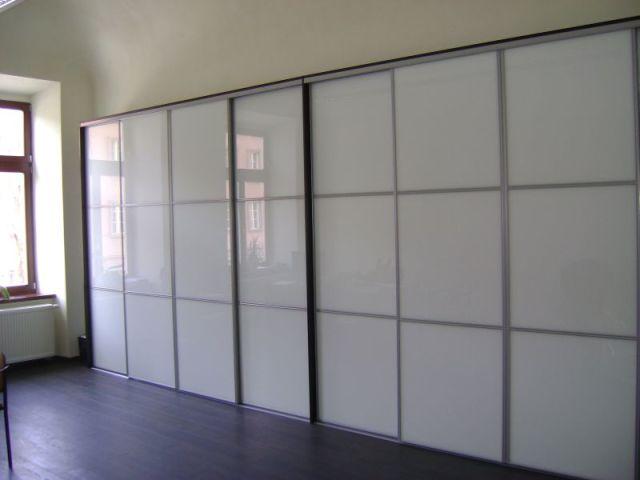 feddoor vstavane skrine biela leskla