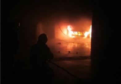 Bolzano, in fiamme un'auto in garage a Firmian