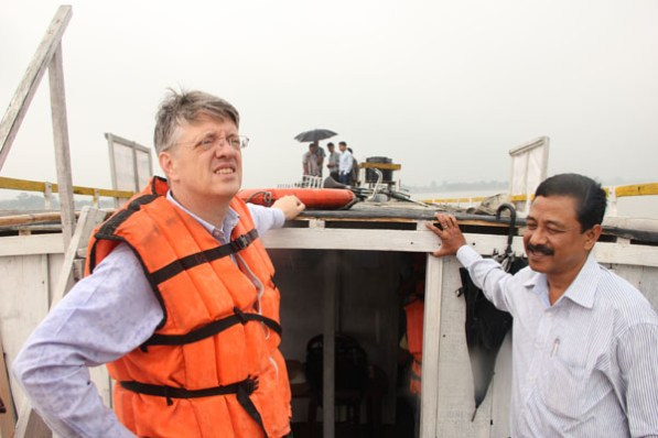 Michael Hanley, Chief of Operations for World Bank in India on board the Boat Clinic with Programme Manager Ashok Rao