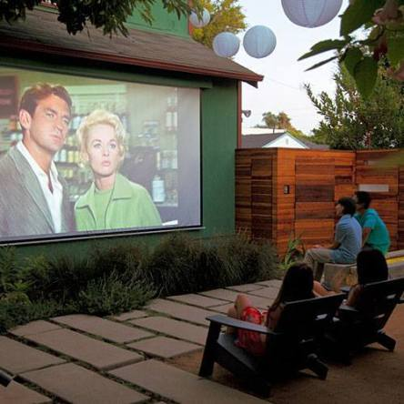 Grab a seat! It's movie night in the backyard. -- I WANT ONE