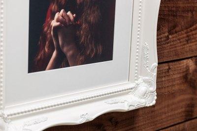 "Swept Art Frame - 16""x12"" - Template Used = DT-053 - 16x12 (12x8) - Frame = White / Mount = Minuet"