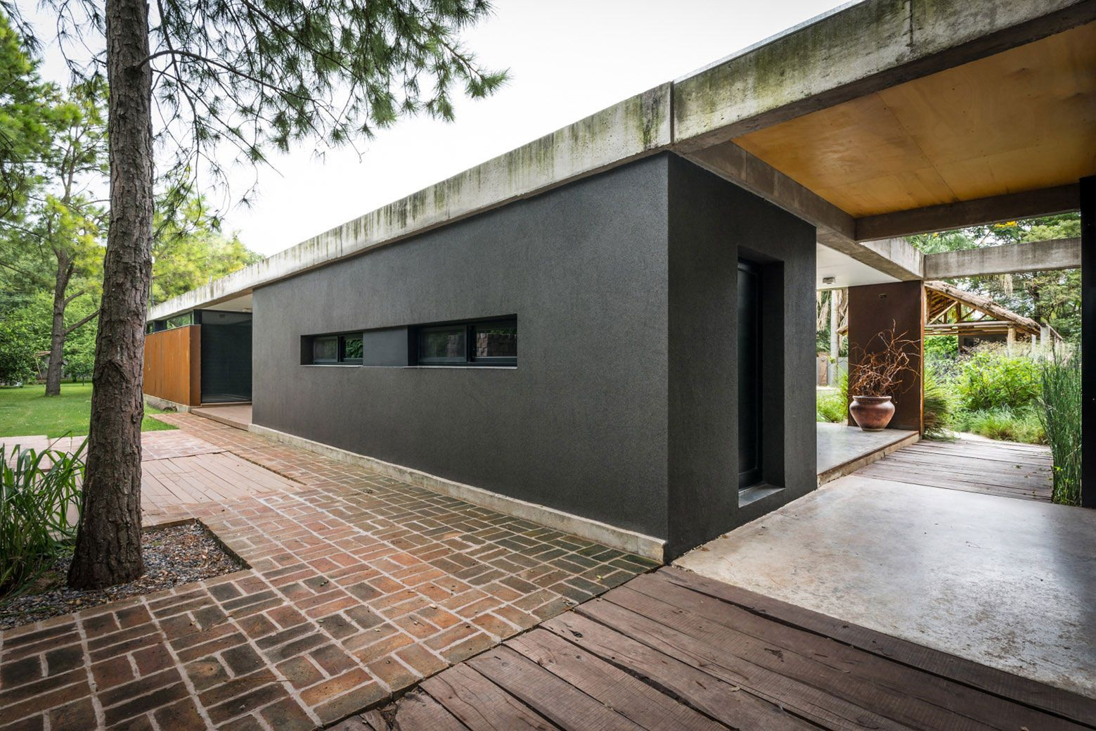 Linear House By Roberto Benito Caandesign Architecture