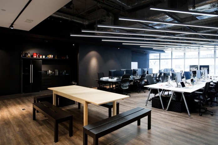 Minimalist-black-and-white-interior-of-9GAG-Office-in-Hong-Kong-designed-by-LAAB-Architects-05