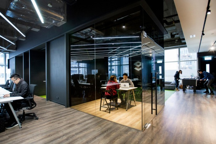 Minimalist-black-and-white-interior-of-9GAG-Office-in-Hong-Kong-designed-by-LAAB-Architects-09