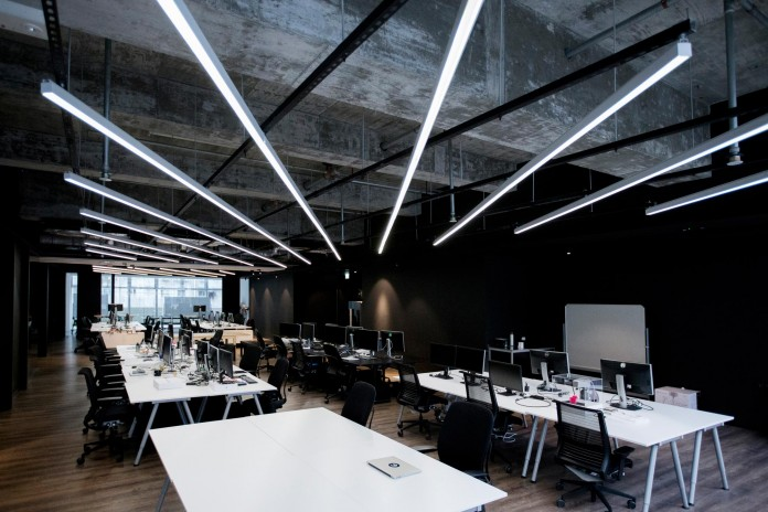 Minimalist-black-and-white-interior-of-9GAG-Office-in-Hong-Kong-designed-by-LAAB-Architects-15