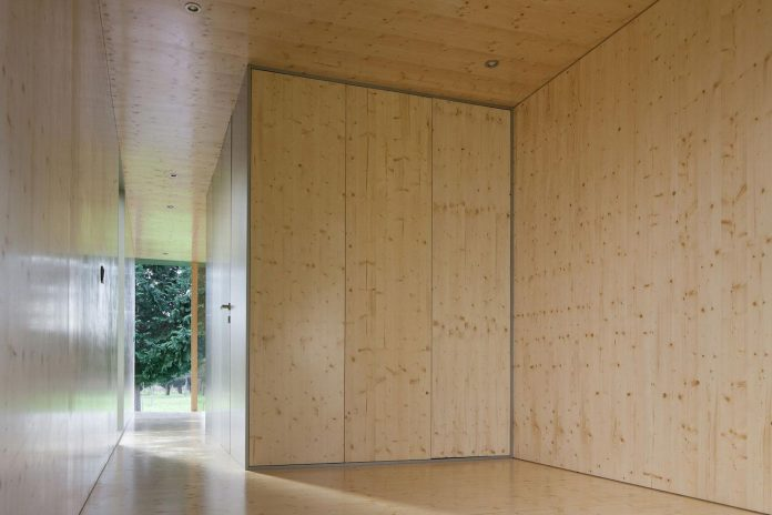 mima-light-minimal-modular-construction-seems-levitate-ground-due-lining-base-mirrors-15