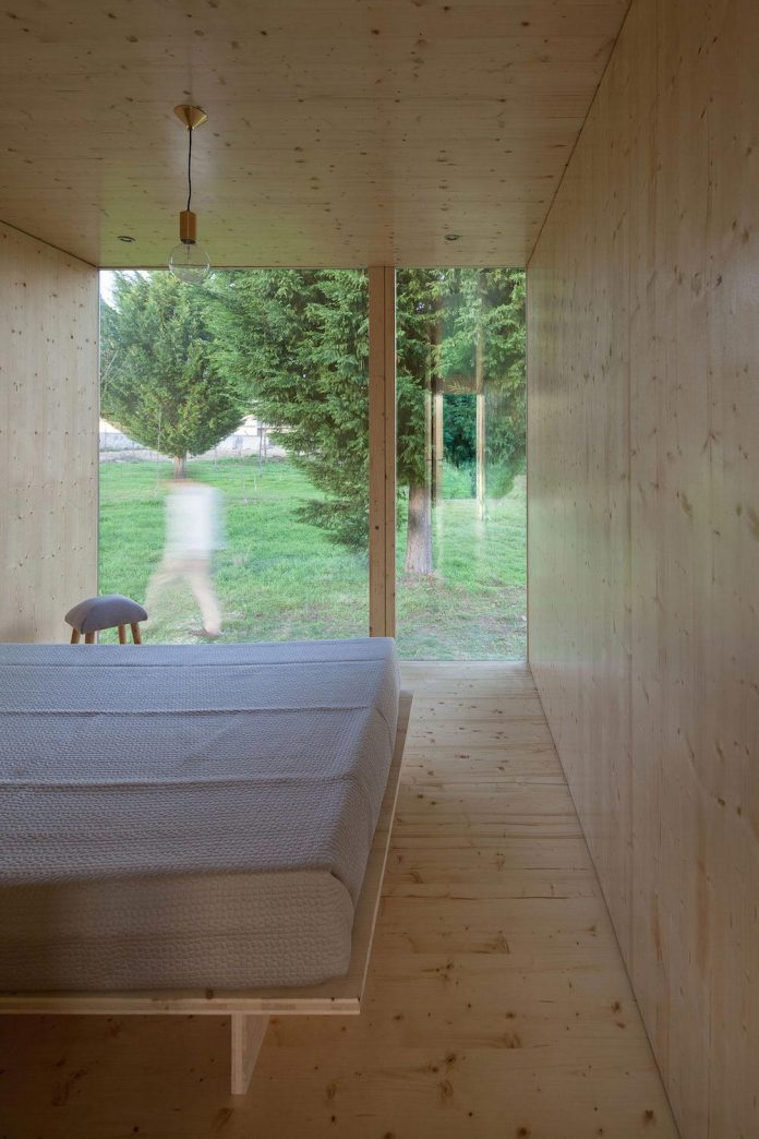 mima-light-minimal-modular-construction-seems-levitate-ground-due-lining-base-mirrors-17