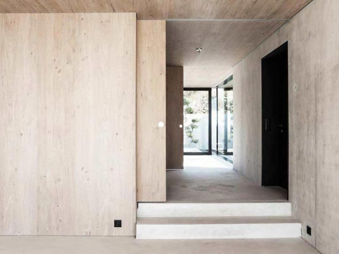 modern-house-riehen-made-glass-concrete-wood-metal-serve-designed-reuter-raeber-architects-08