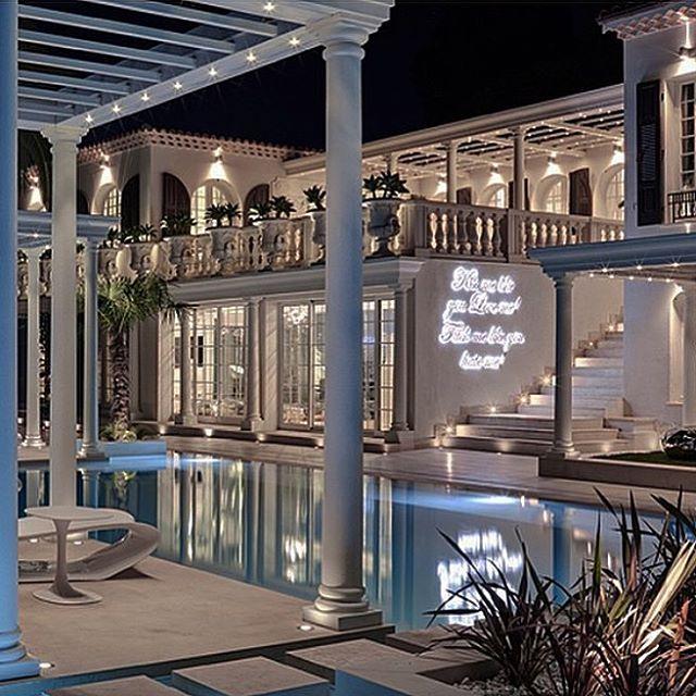 Philipp Pleins La Jungle du Roi opulent twovilla in