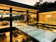 Hillcrest Residence in Beverly hills with a true water ...