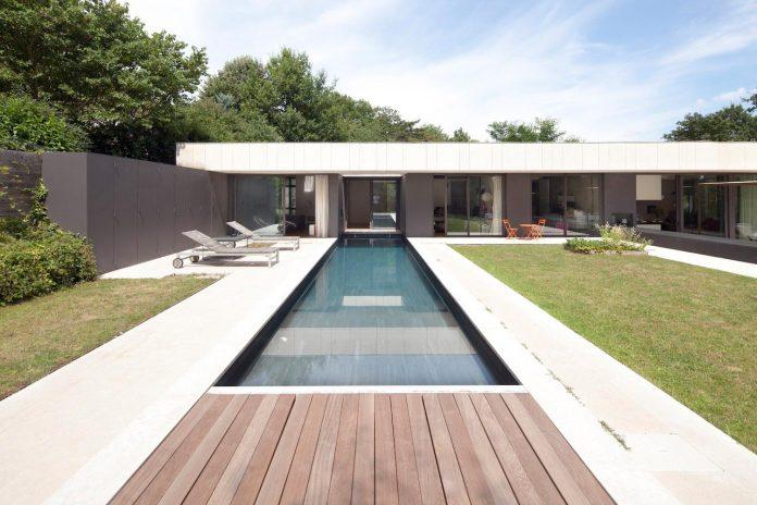 rooms-house-charbonnieres-les-bains-natural-light-10