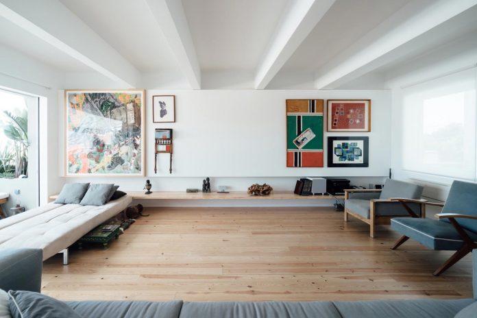 penthouse-lisbon-occupies-last-two-floors-building-05