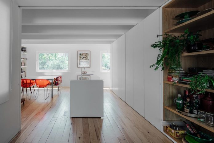 penthouse-lisbon-occupies-last-two-floors-building-06