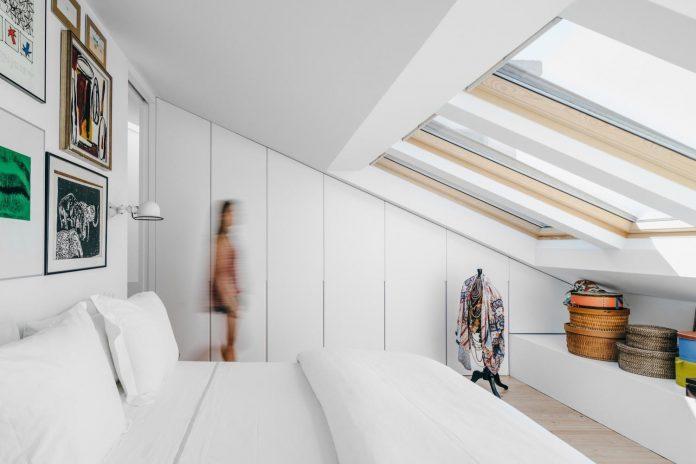 penthouse-lisbon-occupies-last-two-floors-building-15