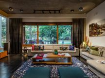 Villa which seeks to create an oasis of serenity in Surat ...