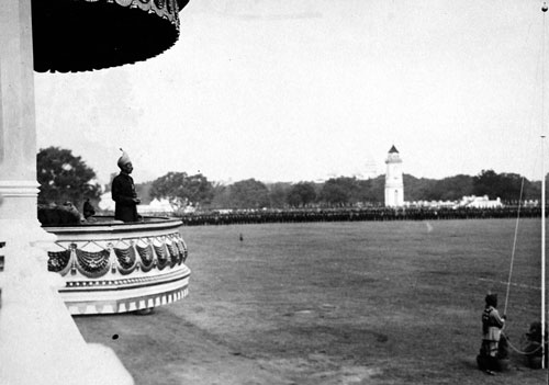 Aurangzeb celebrated the conquest of the Qutb Shahi kingdom of Golconda on a plain of Hyderabad city, which then became known as Fateh Maidan. Pictured above is the last Nizam of Hyderabad Osman Ali Khan parading his troops at the every same Fateh Maidan. After 1948, it became the location of Lal Bahadur Shastri Stadium. © Arvind Acharya.