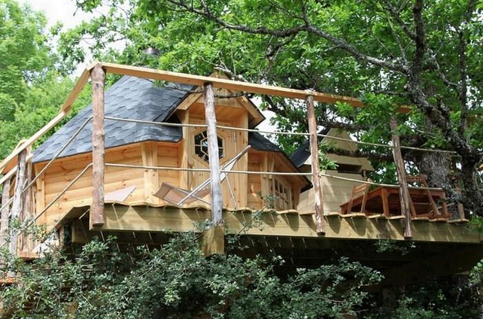 Cabane Nonnette dans les arbres perchée