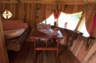 Intérieur de la cabane Druide