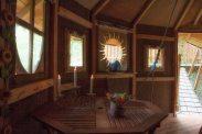 Intérieur de la cabane Romaine