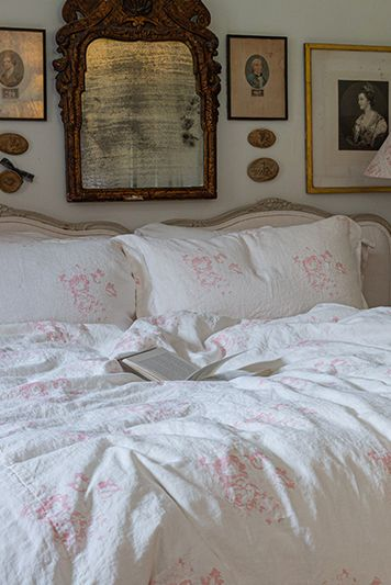 Even shabby chic can provide its own form of simplicity. Hatley Pink Single Duvet Set With 1 Pillow Case Cabbages Roses
