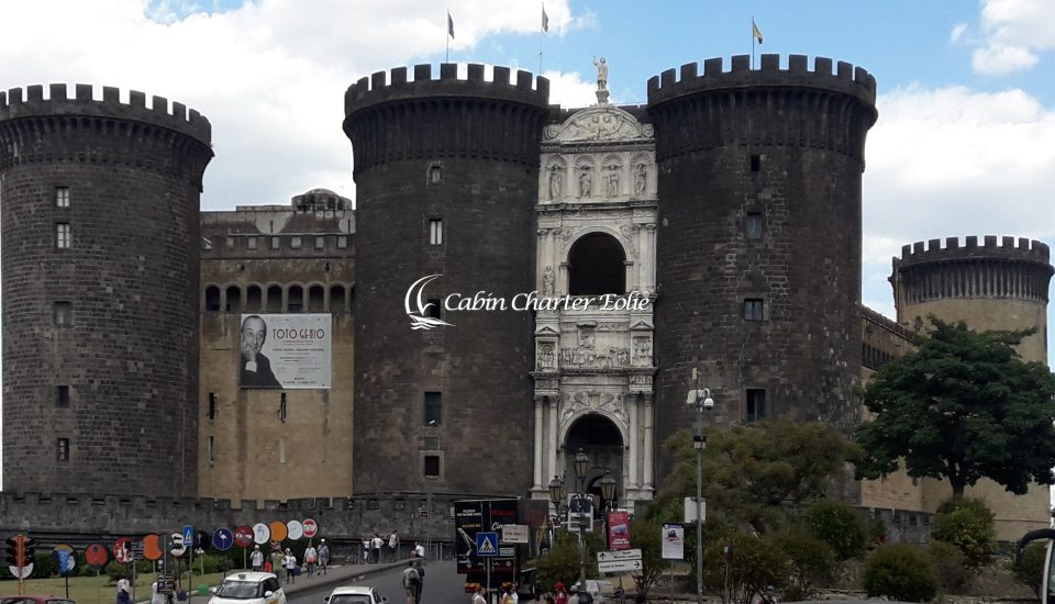 Napoli - Imbarco per Coppia - Amici – Bambini - Cabin Charter Eolie - Vacanza in Barca a Vela