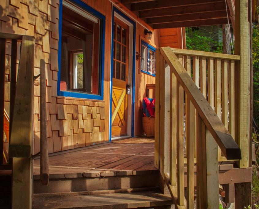 sunshine-coast-cabins-alfie-a-frame-deck