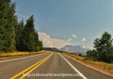 El Mont Saint Helens desde la carretera de acceso