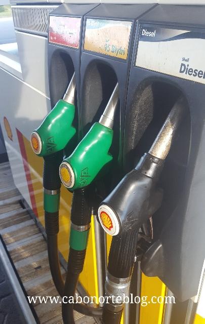 Gasolina sin plomo y gasóleo en una gasolinera danesa