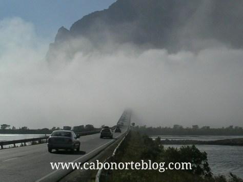 Niebla marina en las Islas Lofoten, Noruega