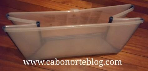 Una bañera portátil puede ser muy útil para bañar al bebé en los hoteles
