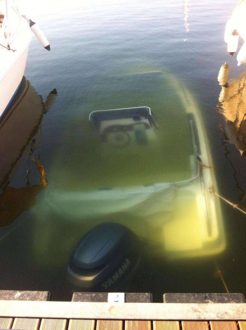 barca scufundata 2