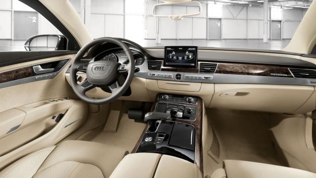 Audi S8 post de conducere
