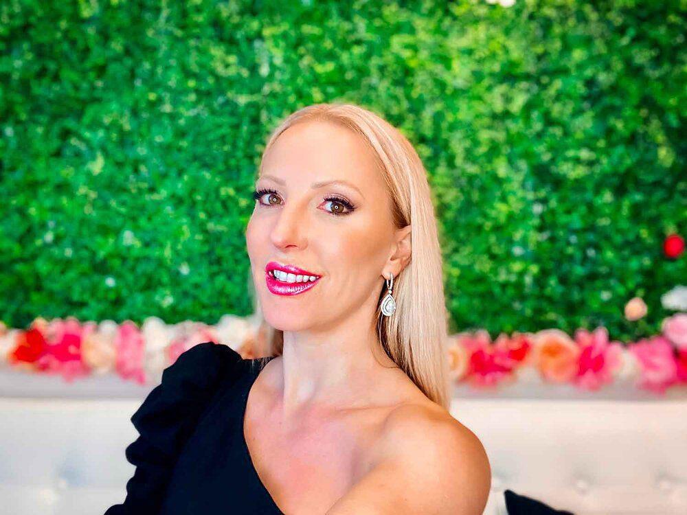 best-glitter-lipstick-cruelty-free-beauty-blogger-eve-dawes.jpg