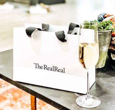 货真价实的包和香槟在货真价实的商店里
