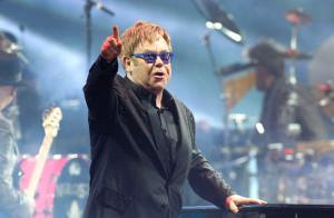 Elton John cree que Jesucristo apoyaría el matrimonio gay