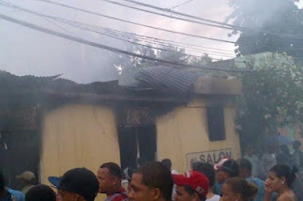 Dos hermanitos mueren en incendio mientras dormían