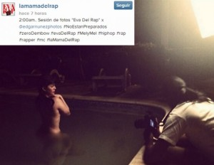 Melymel posa desnuda para fotos