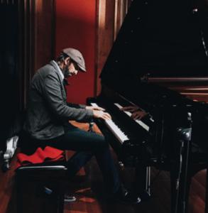 Juan Luis Guerra cantará en los Premios Soberano