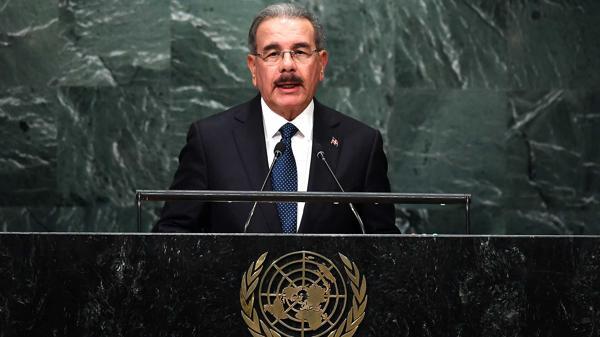 """Danilo Medina, esta semana ante la Asamblea General de las Naciones Unidas. Pidió """"humanizar"""" la economía, pero nada dijo sobre el narcotráfico que golpea a su nación (AFP)"""